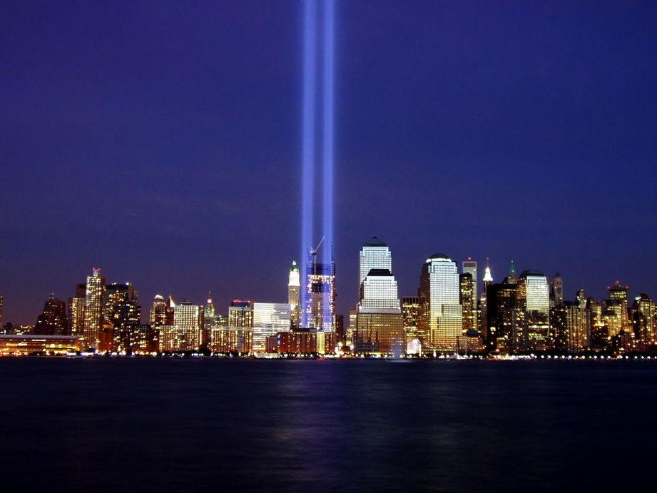 """纽约世贸大厦现神奇""""自然光柱"""""""