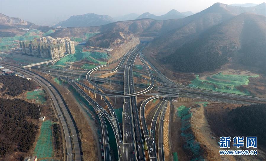 (经济)(1)济南最大的立交桥投入使用
